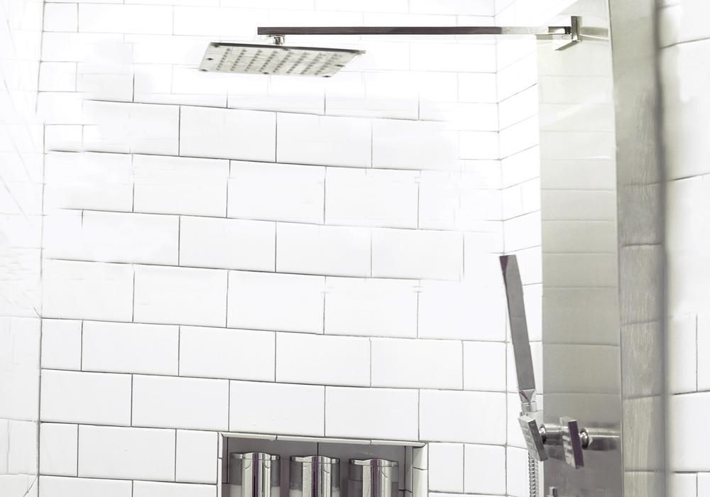 http://airbnbexpert.com/wp-content/uploads/2016/11/Panorama-shower-AirBNB-1000x700.jpg